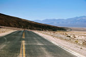 Road in lifeless landscape of the Death Valley — Stock Photo