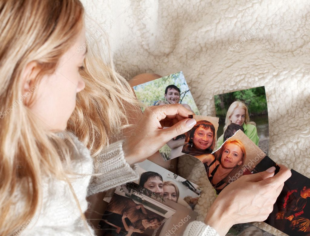 Sad woman, tearing a family photo — Stock Photo #5986914