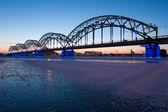 železniční most v noci — Stock fotografie
