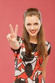 Kadın iki parmak harfi v asansörleri — Stok fotoğraf