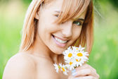 Girl with bouquet of camomiles — Stock Photo