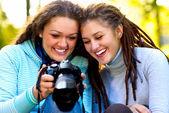 Portret dwóch pięknych dziewczyn — Zdjęcie stockowe