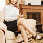 Business woman sits on sofa — Stock Photo