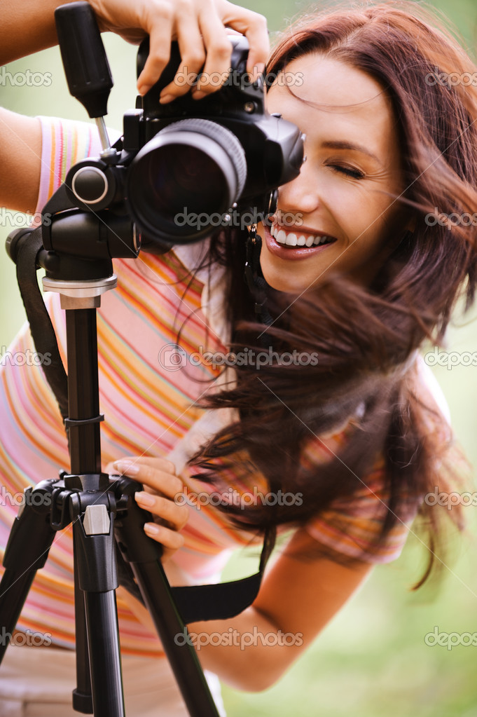 http://static6.depositphotos.com/1003410/584/i/950/depositphotos_5844277-Beautiful-girl-with-camera.jpg