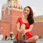 mujer contra torre spassky en Moscú — Foto de Stock