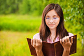 Beautiful woman reads book — Stock Photo