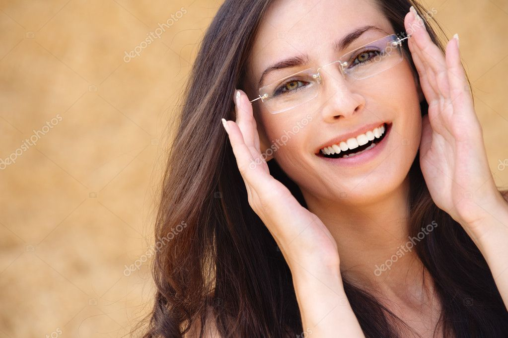 Do men like women who wear eye glasses? - Relationship Advice