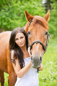 Portrait of young beautiful woman with horse — Stockfoto