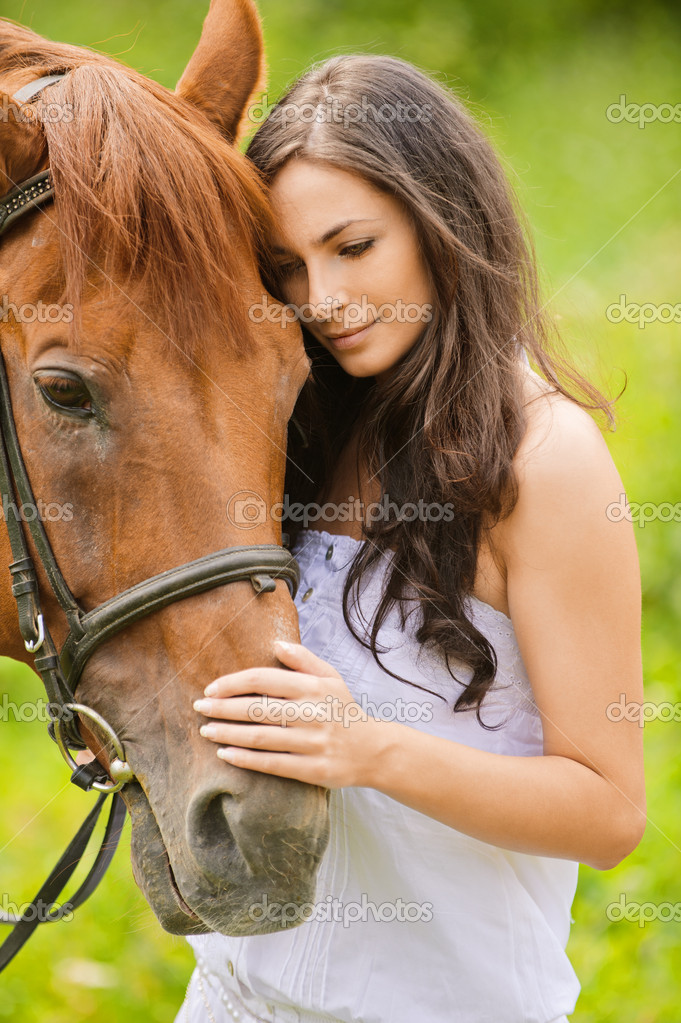 Portrait of young beautiful woman with brown horse at summer green park. — Stock Photo #6304301