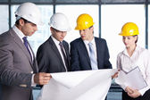 Discussion on the construction site — Stock Photo
