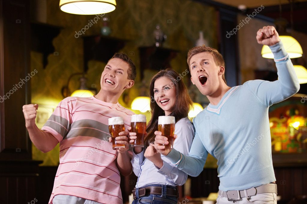 Fans of beer in a pub — Stock Photo #6671666