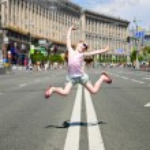 Jumping little girl — Stock Photo