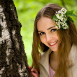 Young girl with flowers in her hair close up — Stockfoto