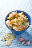 Pelmeni with garlic and bay leaf — Stock Photo