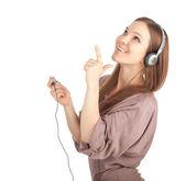 Wskazując uśmiechnięte dziewczyny w słuchawkach — Zdjęcie stockowe