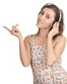 ヘッドフォンで若い女の子 — ストック写真