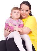 Meisje met vet moeder — Stockfoto