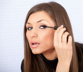 Young woman applying mascara — Stock Photo
