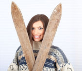 Woman with old wooden skis — Stockfoto