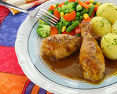 Chicken leg with vegetables and sauce — Stock Photo