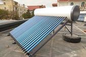 Sistema de calefacción de agua solar vacío — Foto de Stock