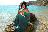 Sahilde güzel bir kadın — Stok fotoğraf