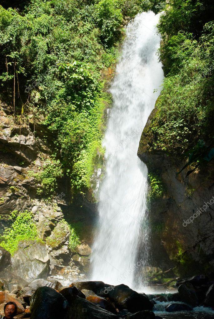 壁纸 风景 旅游 瀑布 山水 桌面 685_1023 竖版 竖屏 手机