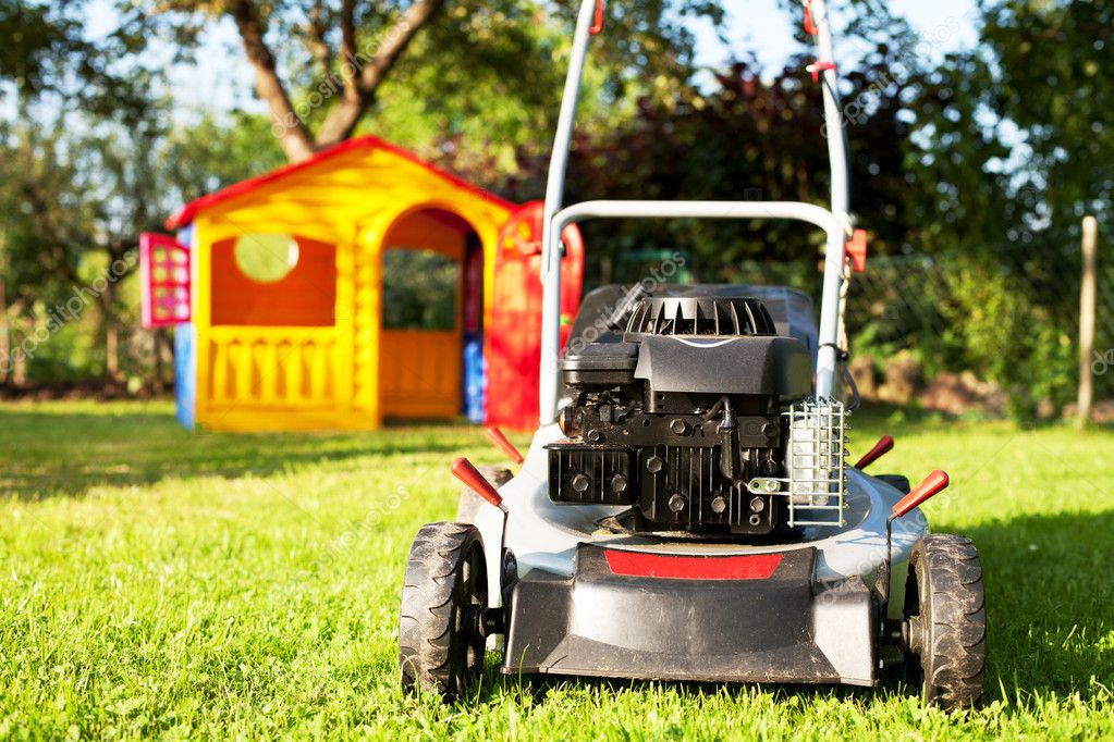 Mower outdoor image canon eso 1ds mark 3 — Stock Photo #6061552