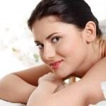 jovem atraente, recebendo tratamento de spa — Foto Stock