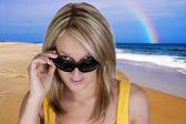 Femme à lunettes de soleil — Photo