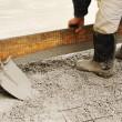 Man leveling concrete slab — Stock Photo