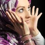 Beautiful Muslim fashion girl — Stock Photo