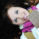 Close-up portrait d'une belle femme automne portant sur terrain — Photo