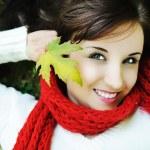 portrait de gros plan d'une belle femme automne — Photo
