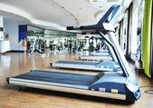 体育俱乐部健身房,空的 — 图库照片