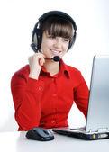 Rappresentante cliente bella con auricolare sorridente durante un telefono c — Foto Stock