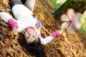 Young beauty girl laying on autumn ground and leaves, perfect face and natu — Стоковое фото