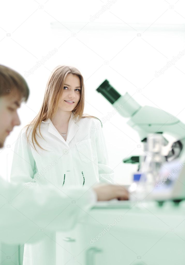 Researchers carrying out scientific research in a lab  — Stock Photo #6150212