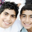 Foto Stock: Portrait of two boys brothers and best friends with healthy teeth