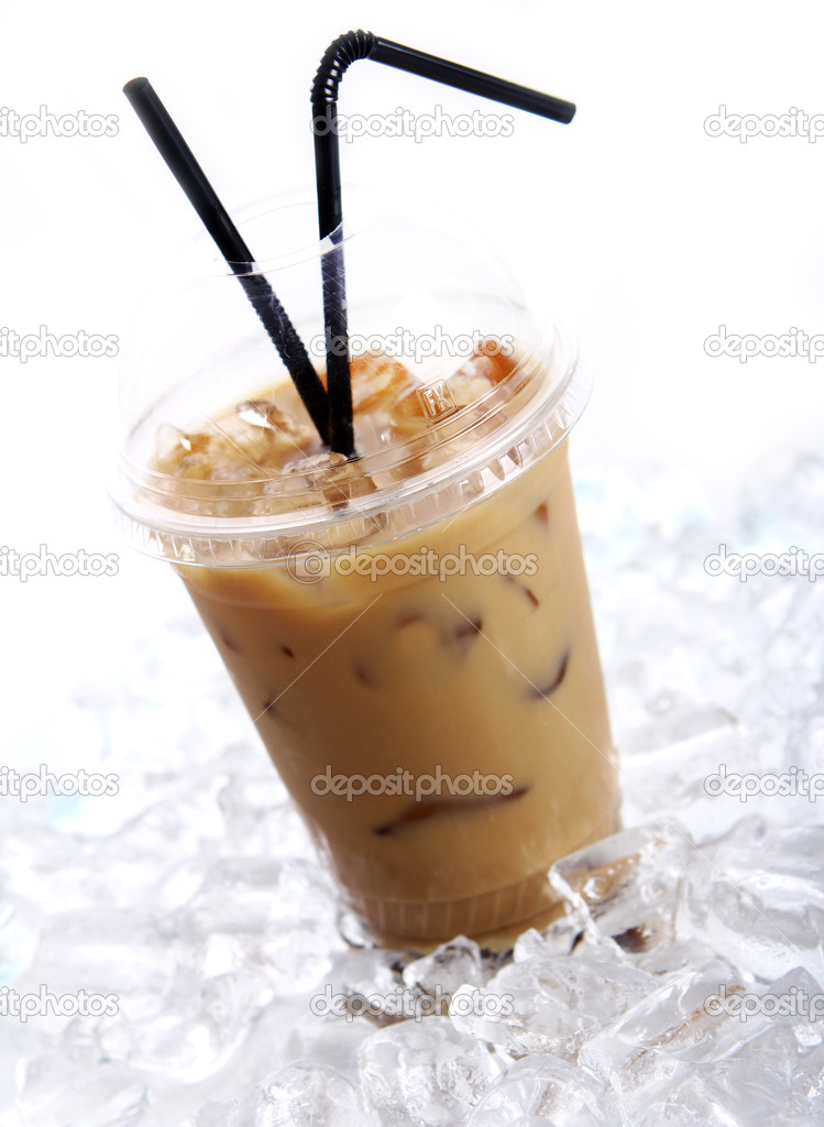 Cold coffee drink with ice — Stock Photo #5552893