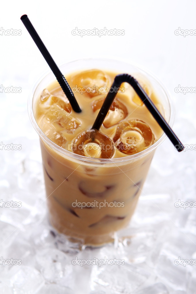 Cold coffee drink with ice — Stock Photo #5552902