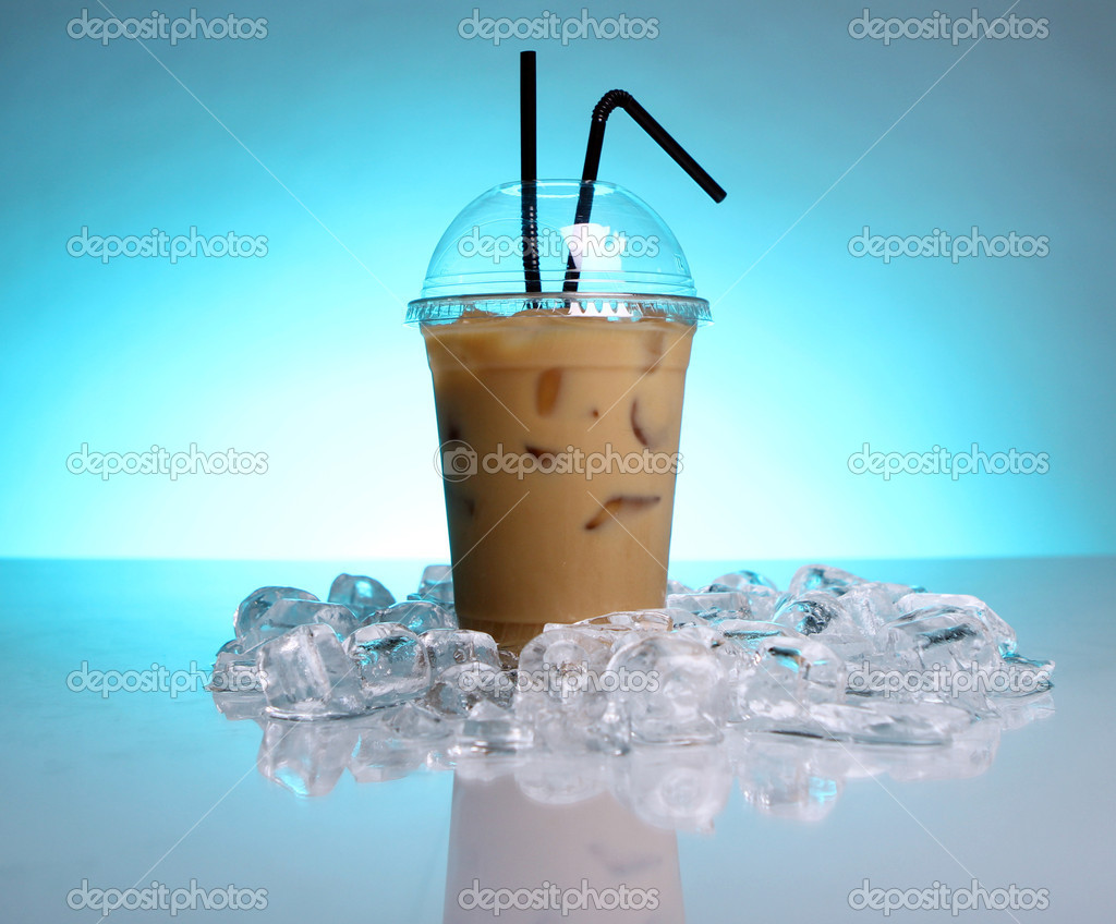 Cold coffee drink with ice — Stock Photo #5552909