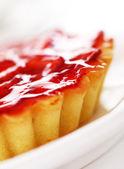 Fresh and tasty strawberry cake — Stock Photo