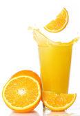 čerstvý a chladný pomerančový džus — Stock fotografie
