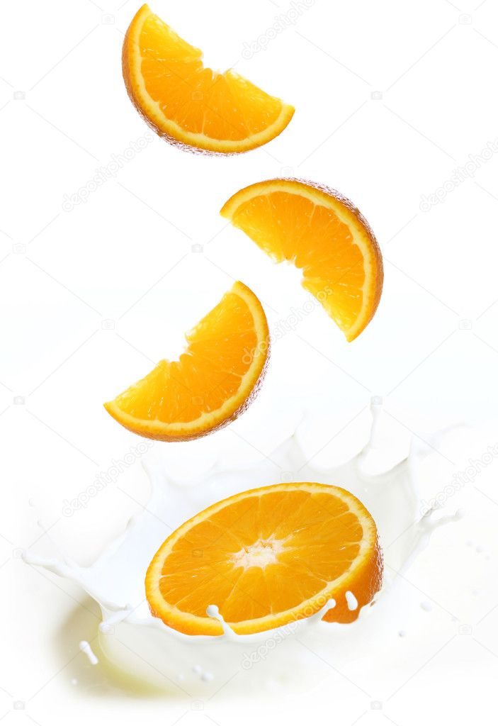 Splashes of milk with slices of fresh orange fruit — Stock Photo #6655909