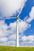 Wind turbine over blue sky — Stock Photo