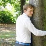 A man hugging a tree — Stock Photo