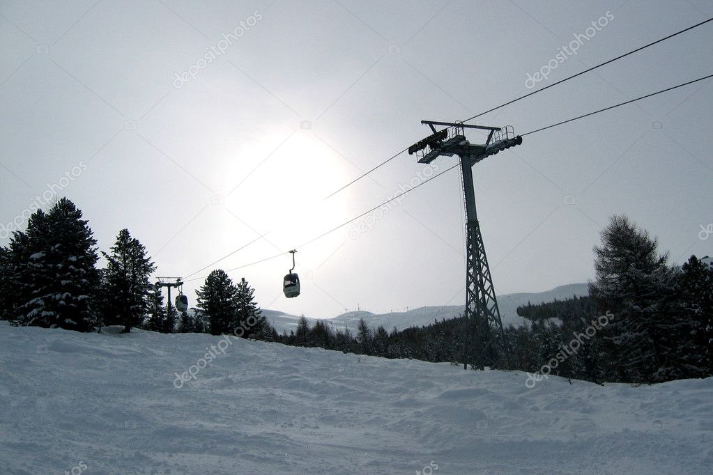 A ski lift in the mountains — Stock Photo #5923035
