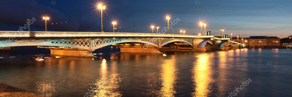 Lieutenant Schmidt Bridge, St. Petersburg White Nights — Stock Photo #5967097
