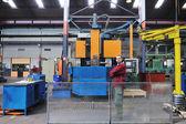 Trabalhadores da indústria em fábrica — Fotografia Stock